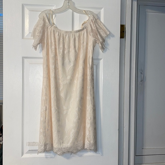 Ultra Flirt White lace shift Dress w cold shoulder